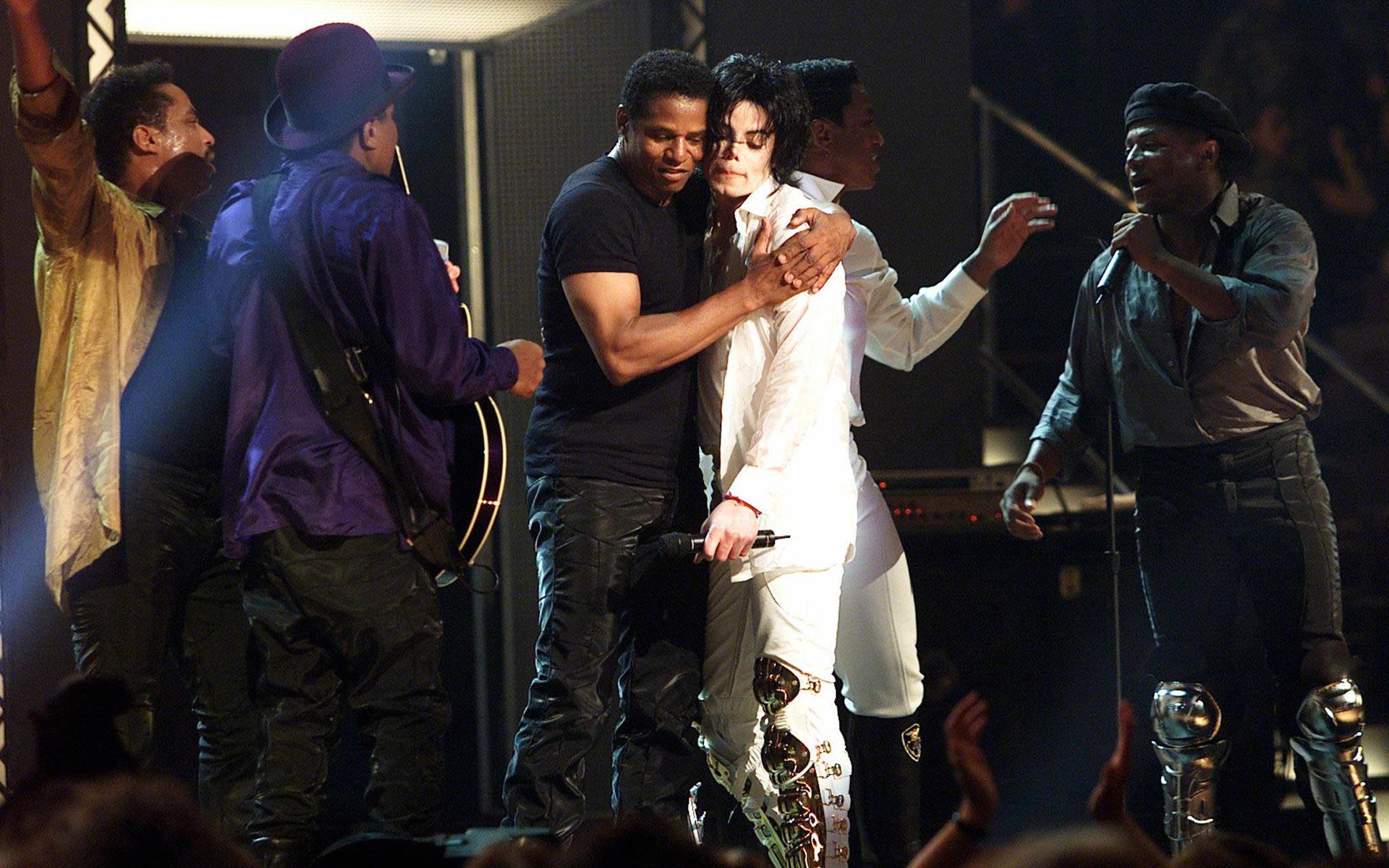 Us Michael Jackson Hug Michael Joe Jackson